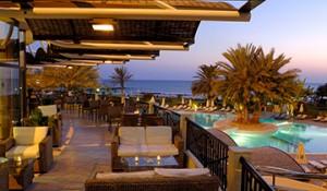 360-30.-ATHENA-BEACH-HOTEL-VERANDA-NIGHTSHOT